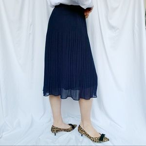 Midi skirt. H&M. Size 6. Dark blue.